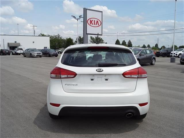 Pre-Owned 2016 Kia Forte LX (A6) 4dr Hatchback